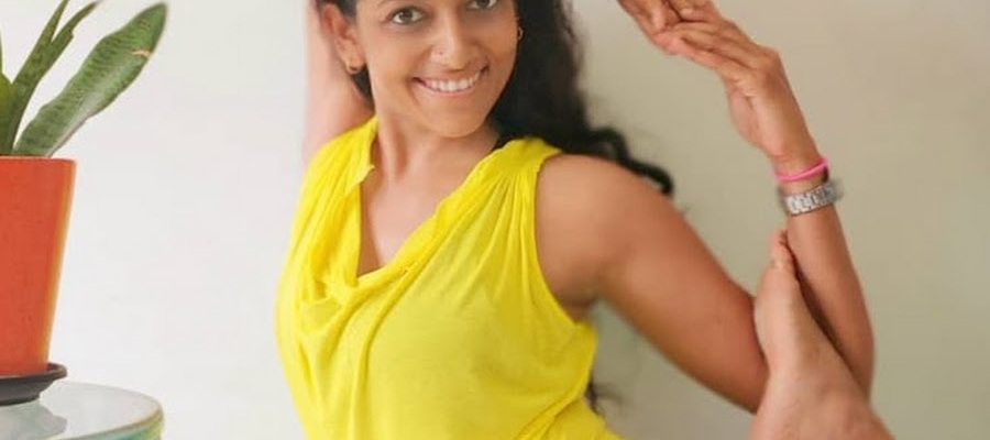 yogi rashmi ramesh doing a yoga pose